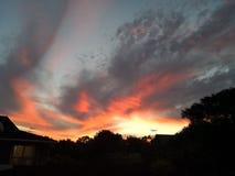 在黄昏的日落云彩在新西兰 免版税库存照片