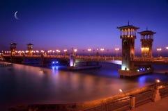 在黄昏的桥梁 免版税库存照片