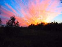 在黄昏的橙色云彩 免版税图库摄影