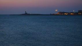 在黄昏的灯塔在海英尺长度的工作或黎明 影视素材