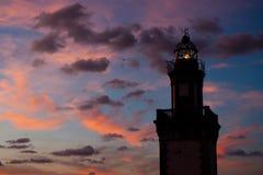 在黄昏的灯塔 免版税库存照片