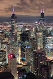 在黄昏的芝加哥都市鸟瞰图 免版税库存图片