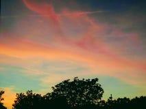 在黄昏的被绘的天空 免版税库存照片