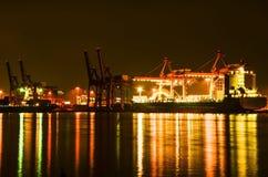 在黄昏的货船 图库摄影