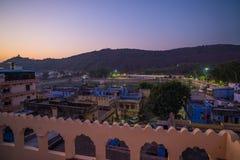 在黄昏的Bundi都市风景 湖的Pichola,旅行目的地庄严城市宫殿在拉贾斯坦,印度 库存图片