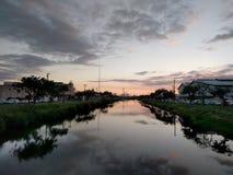 在黄昏的Kapalama运河 免版税库存照片