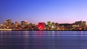 在黄昏,全景的蒙特利尔地平线 库存图片
