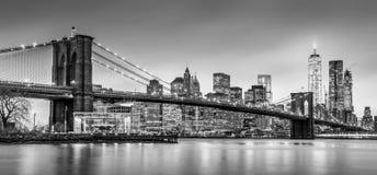 在黄昏,纽约的布鲁克林大桥 免版税图库摄影