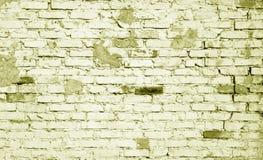 在黄色口气的老被风化的砖墙样式 免版税库存照片