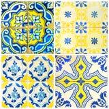 在黄色和蓝色的四个瓦片 库存照片