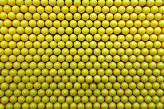在黄色颜色的抽象小点背景 免版税库存照片