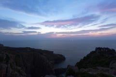 在黎明前的海岸线 免版税库存图片