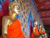 在黎明寺的金黄菩萨雕象, 免版税库存图片