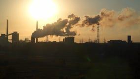 在黎明背景的都市工厂厂房  股票视频