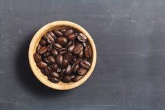 在黑人委员会的咖啡豆 免版税库存图片