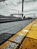 在黑和黄色的铁路 免版税库存图片
