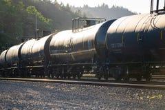 在黑无盖货车的原油运输 库存照片