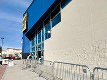 在黑星期五,百思买商店入口 免版税图库摄影