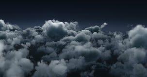 在黑暗的天空的发烟性云彩 股票视频