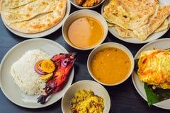 在黑暗的木背景的被分类的印地安食物 印地安烹调盘和开胃菜  咖喱,黄油鸡,米,扁豆,平底锅 免版税图库摄影