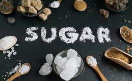 在黑暗的石背景设置的糖变异 库存图片
