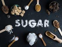 在黑暗的石背景设置的糖变异 免版税库存照片