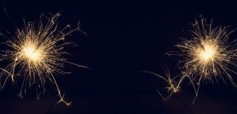 在黑暗的背景的圣诞节闪烁发光物 空间的拷贝 免版税库存照片