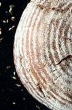 在黑暗的背景的有壳的发酵母工匠面包 免版税图库摄影