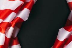 在黑暗的背景的美国国旗 免版税库存图片