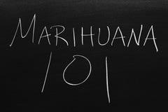 在黑板的大麻101 翻译:大麻101 免版税库存图片