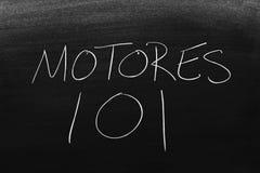 在黑板的Motores 101 翻译:引擎101 库存图片
