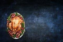 在黑板纹理背景的烘烤土耳其 免版税库存照片