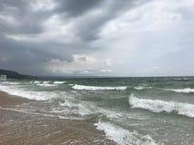 在黑海海岸的波浪 库存照片