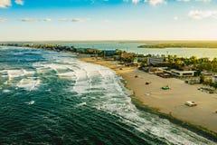 在黑海海岸的马马亚海滩在日落,康斯坦察,吉卜赛 库存照片