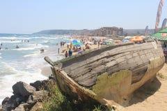 在黑海海边的一条老木小船在奥布佐尔,保加利亚 免版税库存照片