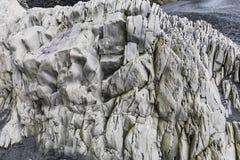 在黑海滩reynisfjara的奇怪的石结构 库存图片