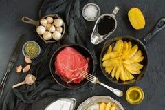 在黑石桌的健康晚餐成份 免版税库存照片