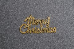 在黑礼物盒盖子的圣诞快乐文本 免版税图库摄影