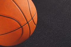 在黑背景拷贝空间的篮球球 免版税库存图片