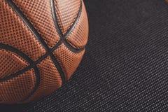 在黑背景拷贝空间的老篮球球 图库摄影