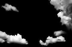 在黑背景的云彩 免版税库存照片