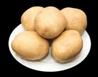 在黑背景的土豆 免版税库存照片