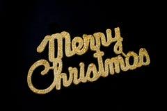 在黑背景的圣诞快乐金黄文本 免版税库存照片