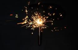 在黑背景的圣诞节或新年晚会闪烁发光物 Festi 免版税库存图片