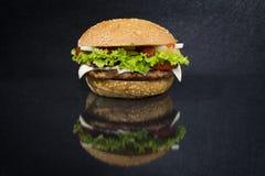 在黑背景的汉堡 免版税库存照片
