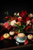 在黑背景的秋天花束与拷贝空间 库存照片