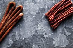 在黑背景的稀薄的香肠 免版税图库摄影