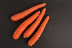 在黑背景的红萝卜 免版税库存照片