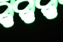 在黑背景的象春天的绿线由于照相机震动和久曝光时间 库存照片