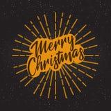 在黑背景的金黄文本 邀请和贺卡、印刷品和海报的圣诞快乐和新年快乐字法 免版税库存图片